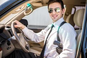affärsman i bilen