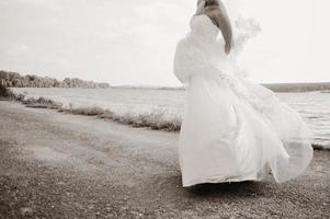 kaukasiska vackra bruden på bröllopsdagen. foto