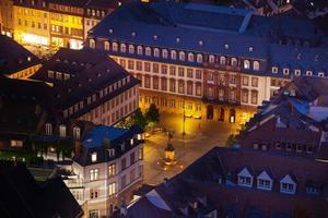 kornmarkt torg under nattetid i Heidelberg foto