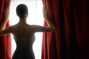 röda gardiner foto
