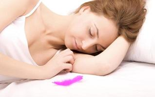 sovande kvinna foto