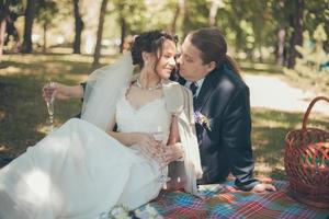 lyckligt bröllopspar foto