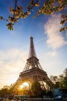 eiffeltorn under vårtid i Paris, Frankrike foto