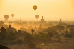 soluppgång i bagan, myanmar foto