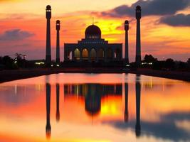 moské i solnedgång scen foto