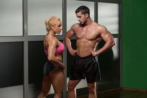 atletisk man och kvinna foto