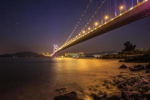 belysning av tsing ma bridge, Hong Kong foto