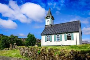liten gammal kyrka pingvallkirkja i thingvellir, Island foto