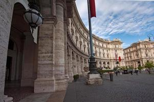 kolonnad av piazza della repubblica - Rom, Italien foto
