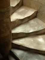 trappsteg och trappuppgång till Pisa lutande torn 9detalj) foto