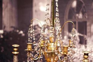 vintage ljuskrona i museet foto