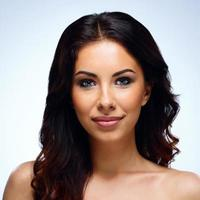 attraktiv kvinna med frisk hud foto