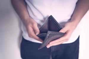 närbild av tom plånbok foto