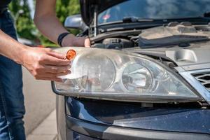lampbyte på bil foto