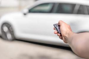 låsa bilen med fjärrkontroll foto