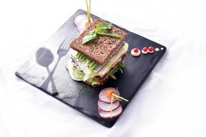 sparris smörgås med grönsaker foto