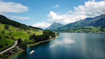 schweiziska bergsjön foto