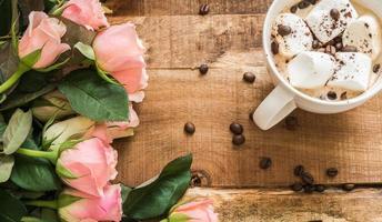 mocka och blommor foto