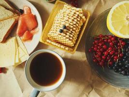 närbild av frukost spridning