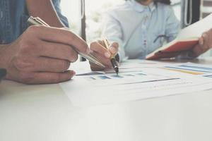 affärsrådgivarmöte för att analysera och diskutera plan foto