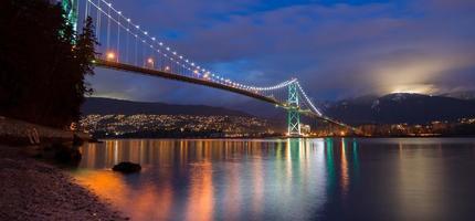 gyllene gate bridge på natten foto