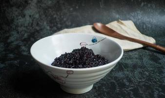 skål med klibbigt ris foto