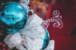 närbild av julkula