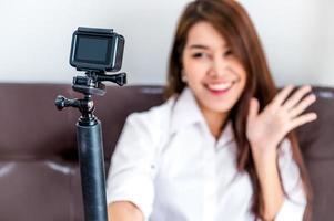 kvinna innehåll skapare inspelning video foto