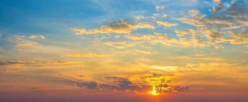färgglada solnedgångshimmel