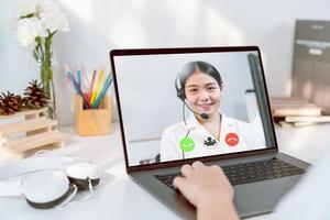 affärskvinna gör videosamtal foto
