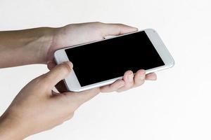 närbild av person som använder smartphone foto