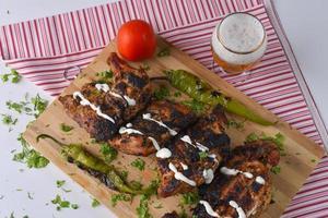 grillad kyckling och sidor foto
