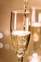 närbild av champagneflöjten foto