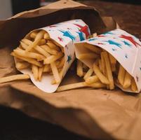 två pommes frites foto
