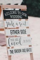 svartvitt bröllopsskylt foto