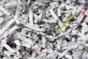 strimlade brev och dokument foto