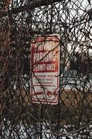 rött och vitt privat parkeringstillstånd-endast skylt foto