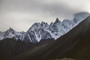 snöklädda karakoram berg foto