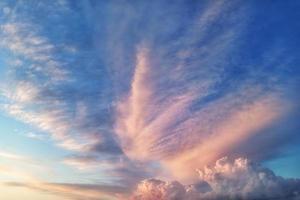 färgglad molnig himmel foto