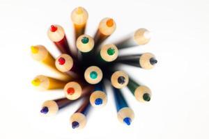 ovanifrån av färgpennor foto
