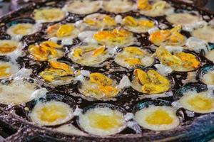 stekt ägg med musslor