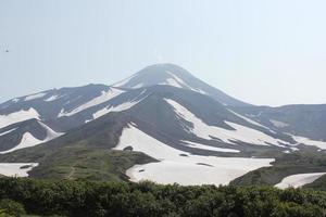 bergskedja med snö foto