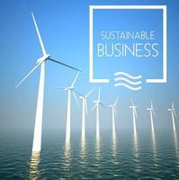vindkraftverk på havet som hållbart företag foto