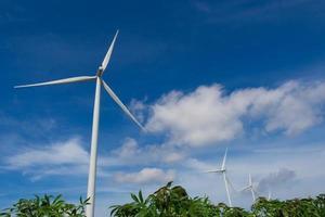 vindkraftverk som genererar el foto
