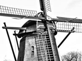 holländsk väderkvarn foto