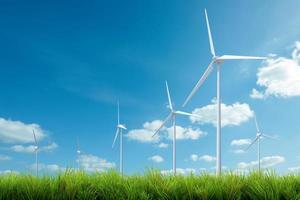 vindkraftverk med gräs och blå himmel foto
