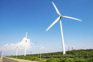 kraftfullt och ekologiskt energikoncept foto
