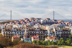 costa esuri spanien och den internationella bron foto