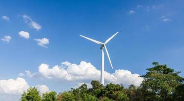vindkraftverk för elförsörjning foto