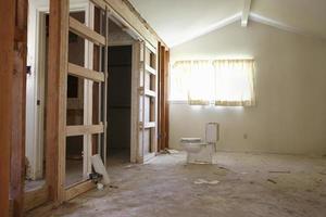 vatten garderob i huset under renovering